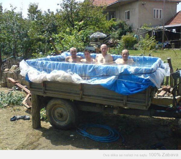Ko kaže da u Srbiji nema dovoljno bazena?