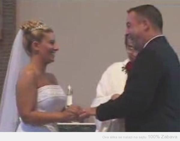 Ludi smeh na venčanju