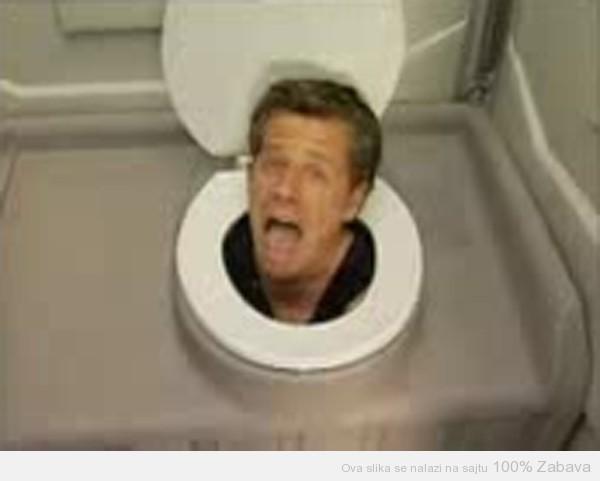 Skrivena kamera u WC-u